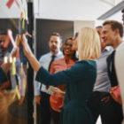 Redes sociais influenciam processo de compra